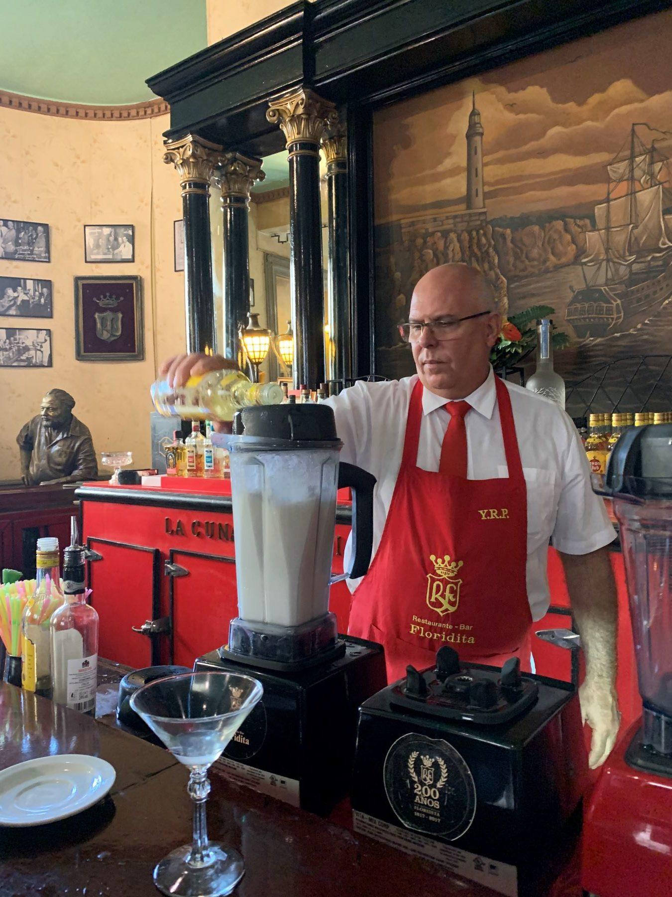Machen Sie es wie Ernest Hemingway: In der Floridita Bar den besten Daiquiri in Havanna trinken.